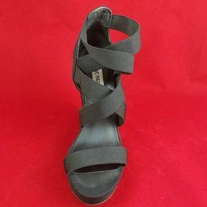 04d2c316971 Steve Madden Shoes - Like New Steve Madden Valine Wedges Sz 8.5